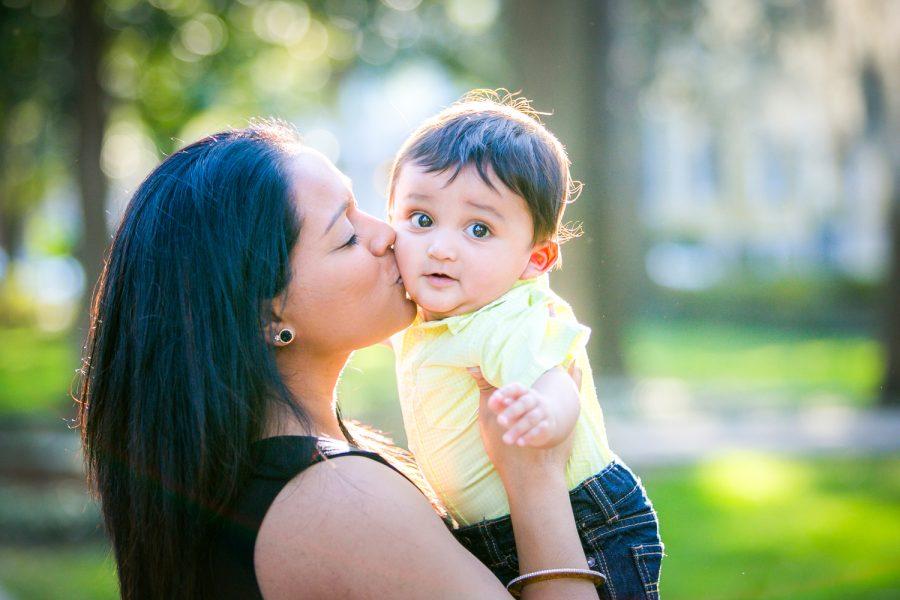 mom kissing baby -Diane Dodd Photography - Savannah Georgia
