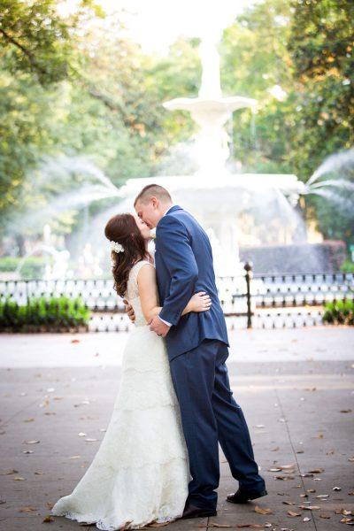 bride and groom forsyth fountain - diane dodd photography - savannah georgia
