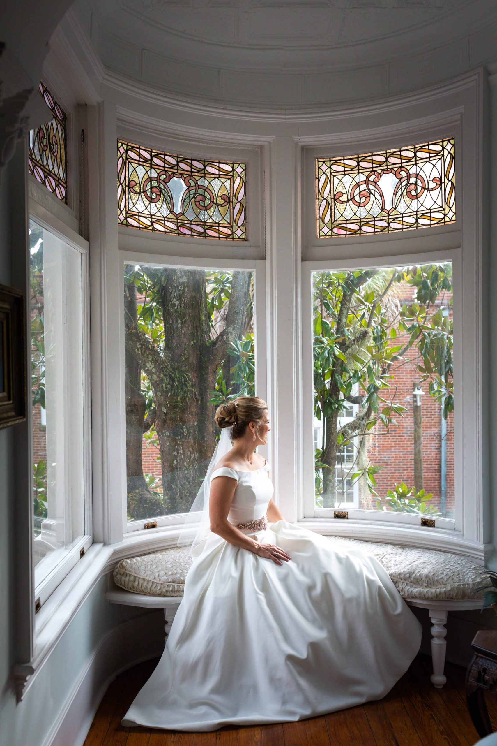 savannah bride at wedding cake mansion